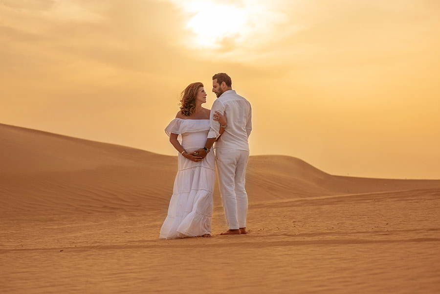 Maternity photography in the desert, Abu Dhabi
